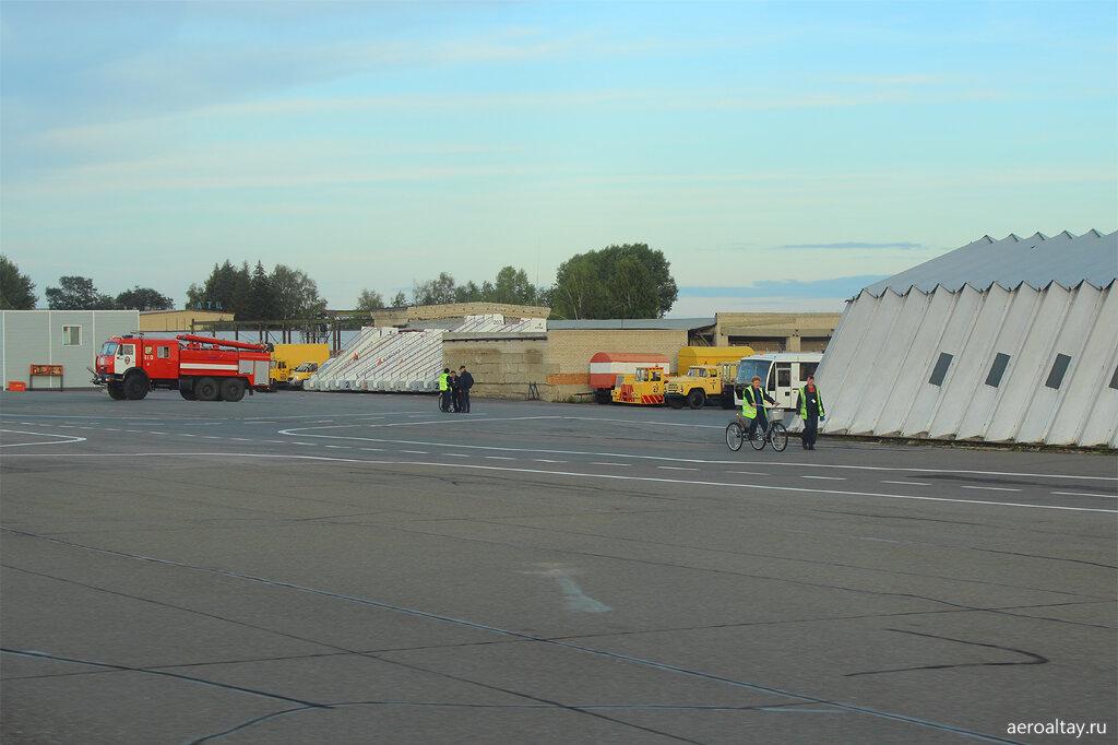 Вид на стоянки аэропорта Барнаул