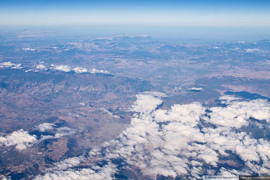 Пролетая на самолёте над Балканским полуостровом