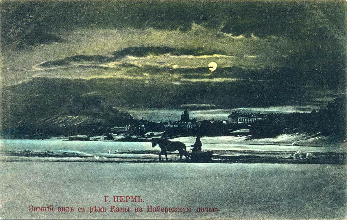 Зимний вид с реки Камы на Набережную ночью