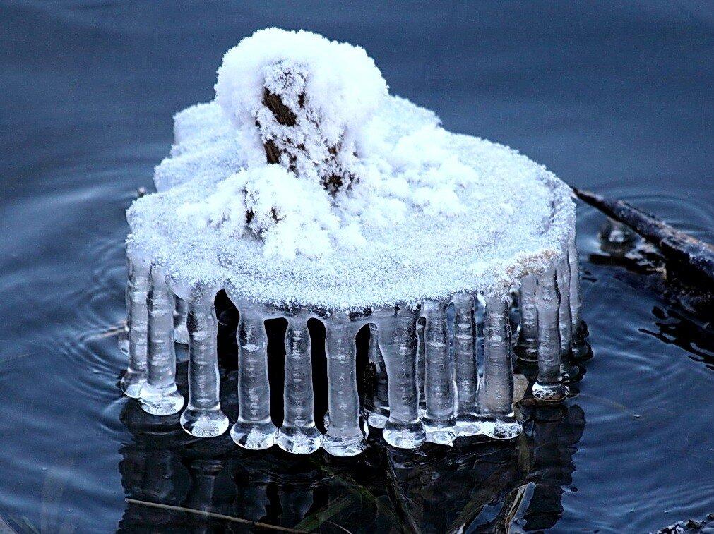 Колодада из ледяных гирлянд