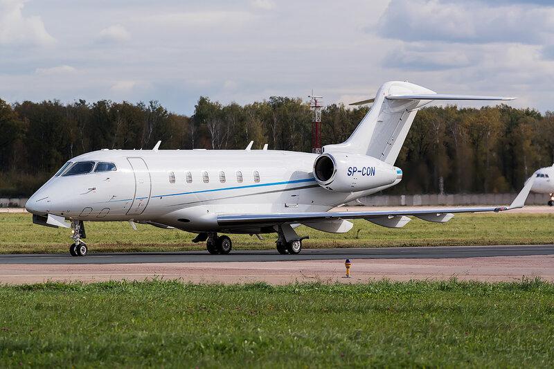 Bombardier BD-100-1A10 Challenger 300 (SP-CON) Blue Jet D802764