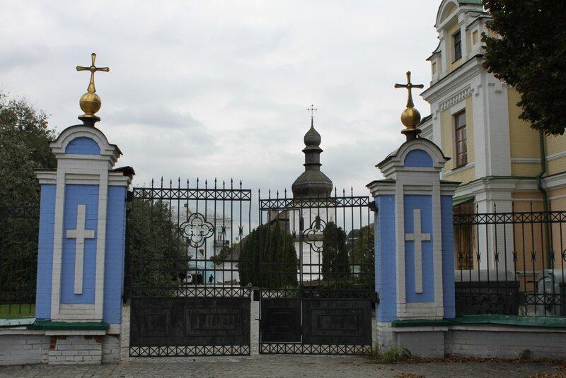 Восточные ворота Михайловского монастыря