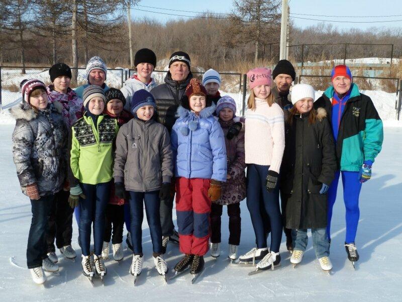 Молодые конькобежцы и ветераны