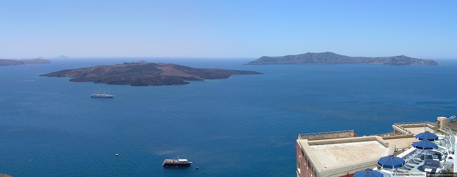 Панорманый вид на Кальдеру, острова Палеа Камени и Фирасия