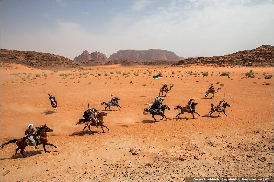 Нападение на поезд в пустыне