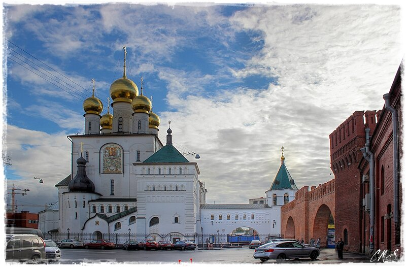 Взгляд на собор с Полтавской улицы.