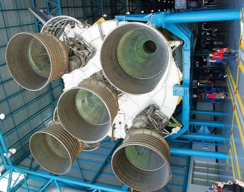 Первая ступень Сатурна 5