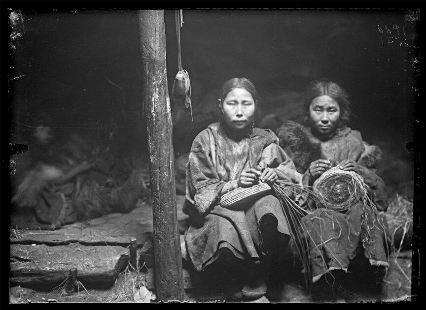 Девушки корячки в своей яранге