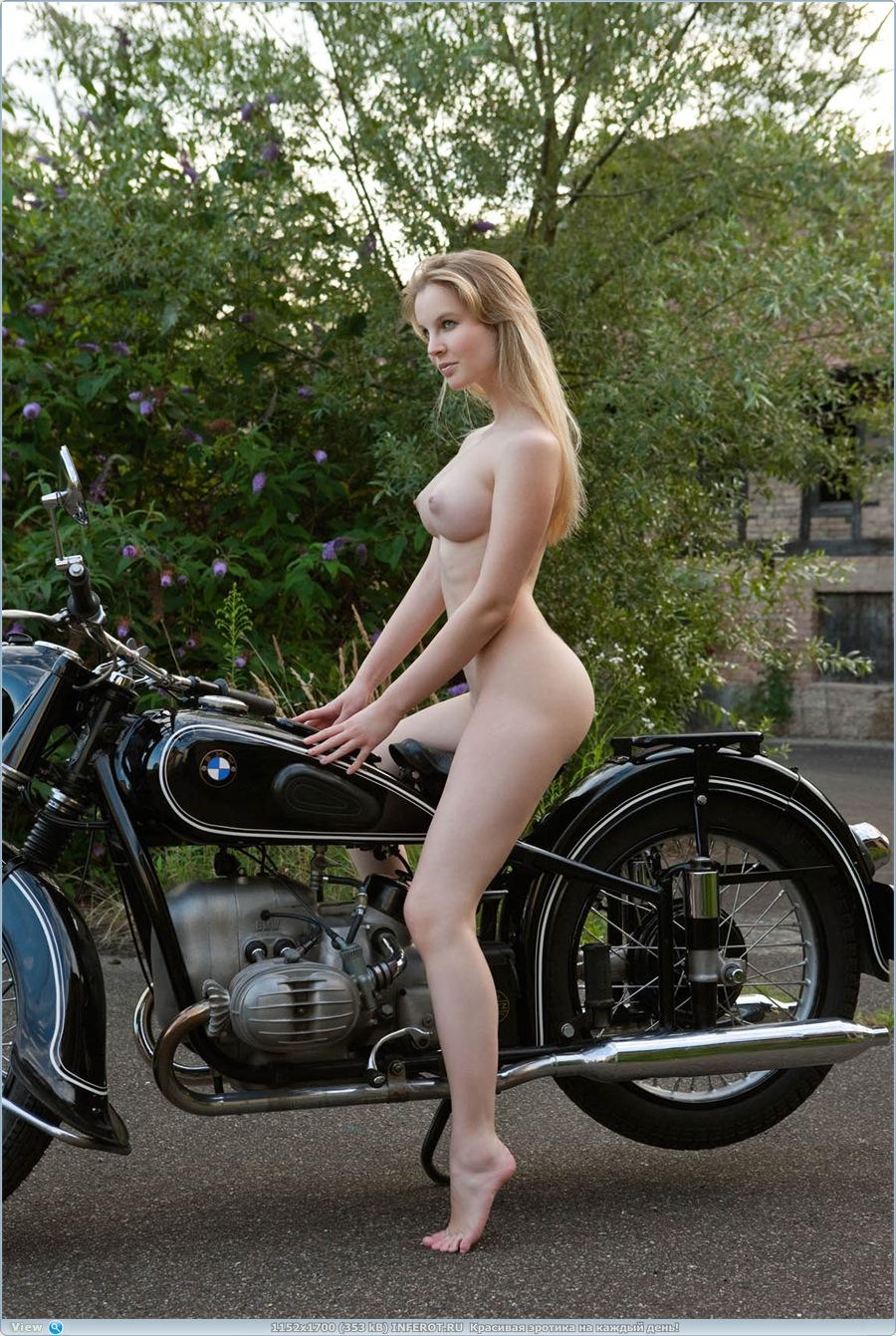 эротика у мотоцикла