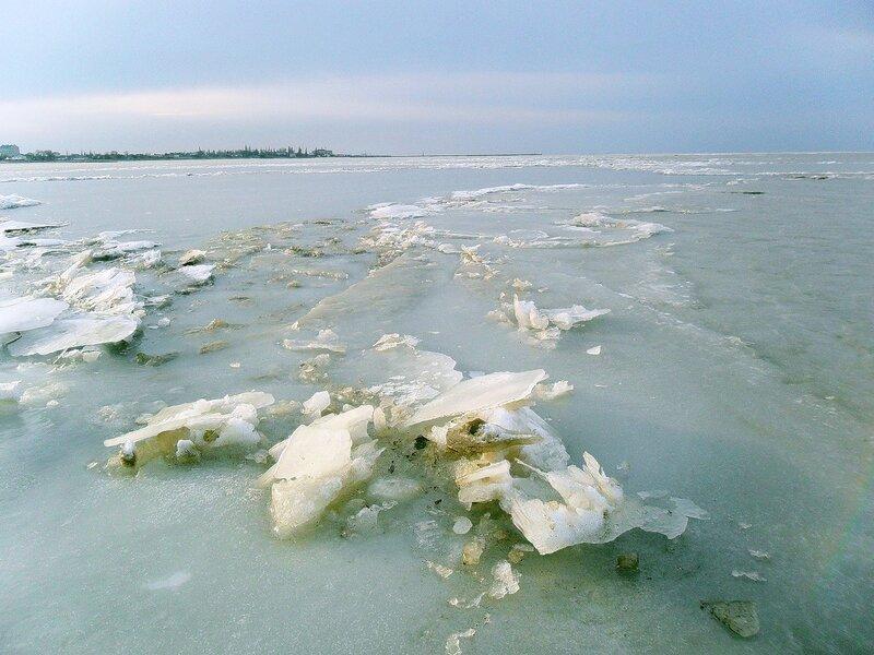 На льду Ахтарского лимана