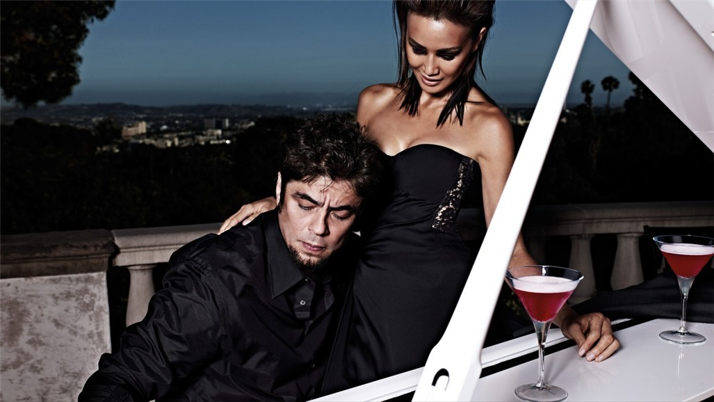 Бенисио дель Торо / Campari The Red Affair 2011 calendar - Benicio del Toro by Michel Compte - август