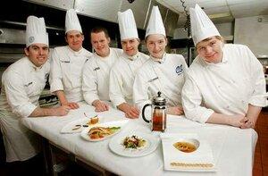 На строительстве ДВФУ работают 60 поваров