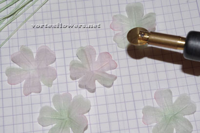 Мелкие цветы из ткани, мастер-класс