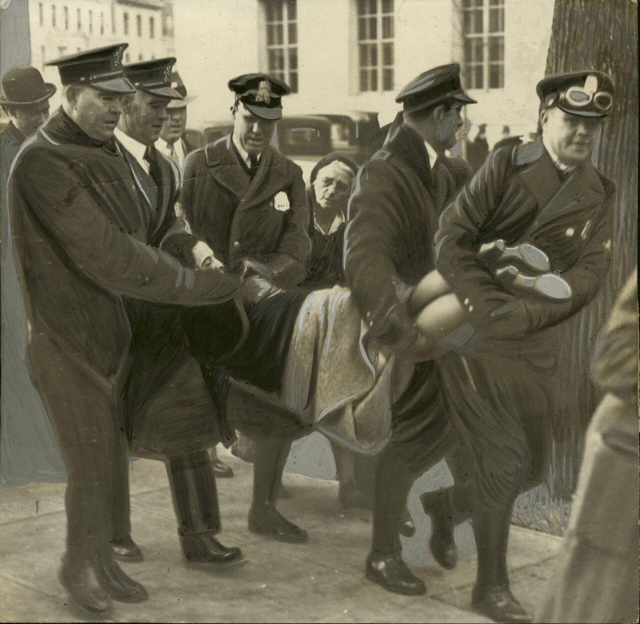 1932. Гертруду Хесслер арестовывают во время голодного марша в Вашингтоне