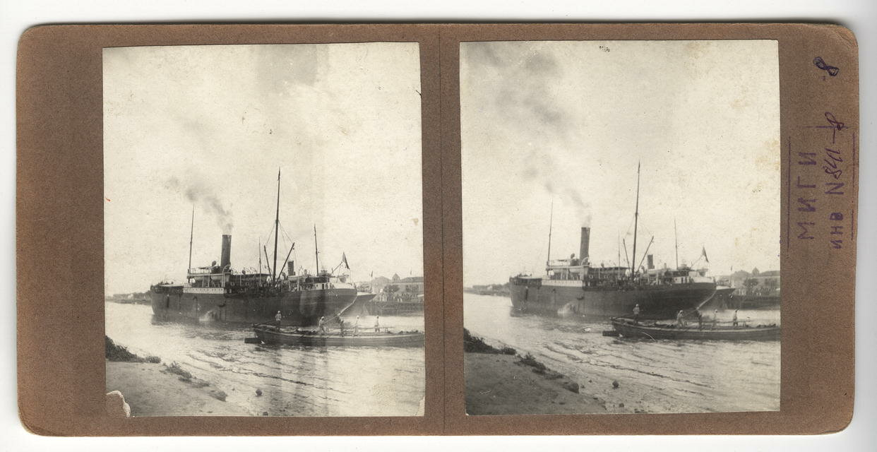 Пароход и лодка на пристани Ангары
