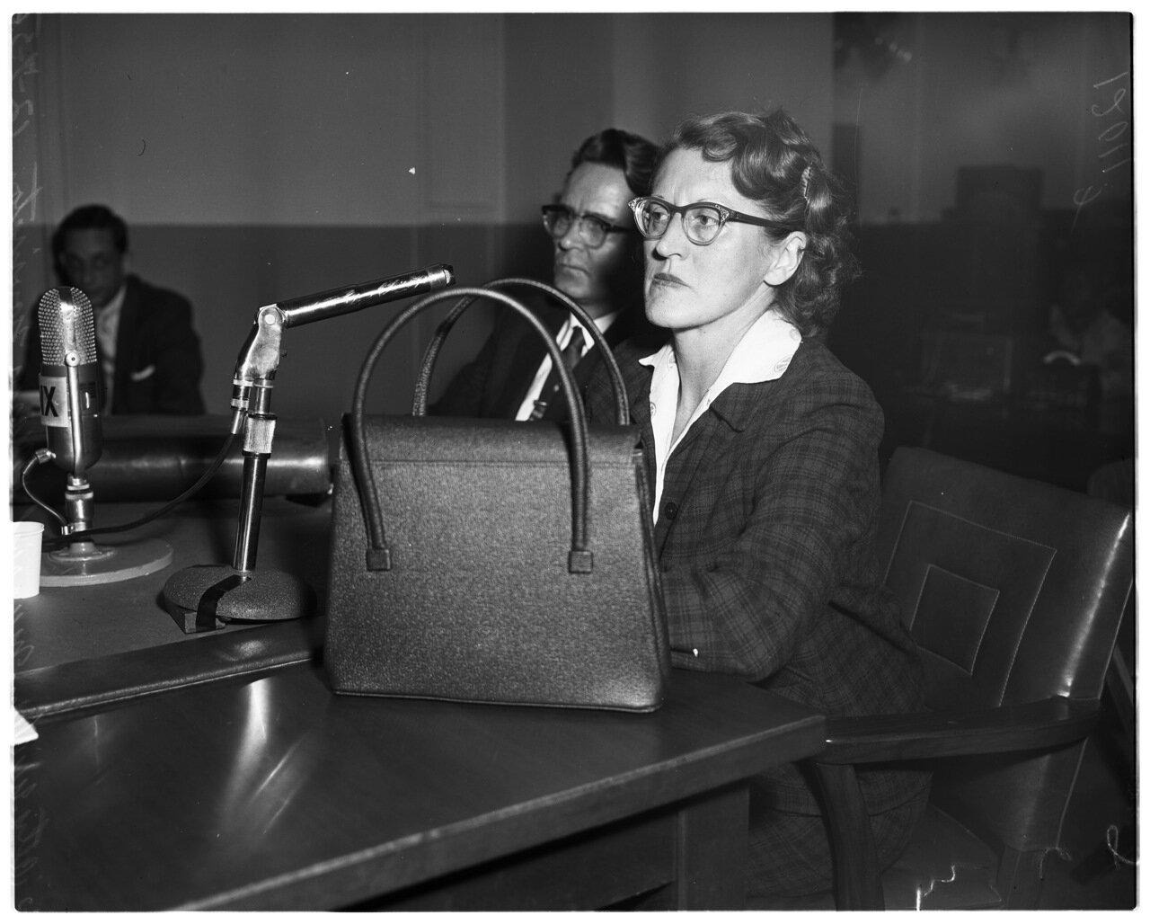 1956. 7 декабря. Комиссия по расследованию антиамериканской деятельности. адвокат Мурриш и г-жа Энн Маклернан