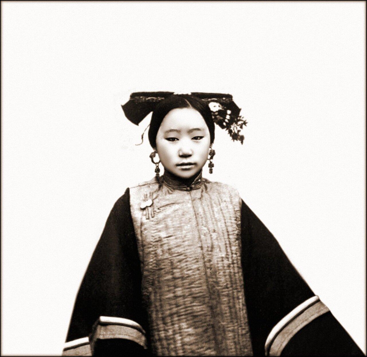 1869. Образец прически маньчжурской девушки, Пекин