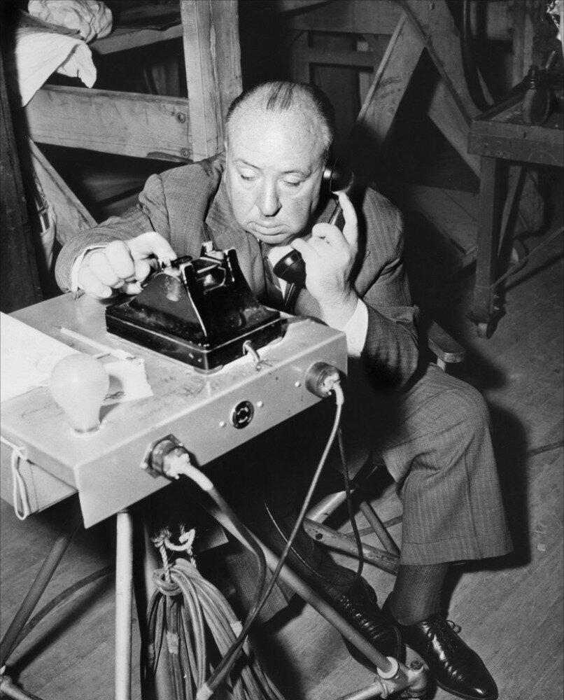 1954. Альфред Хичкок на съемках «В случае убийства набирайте М.»