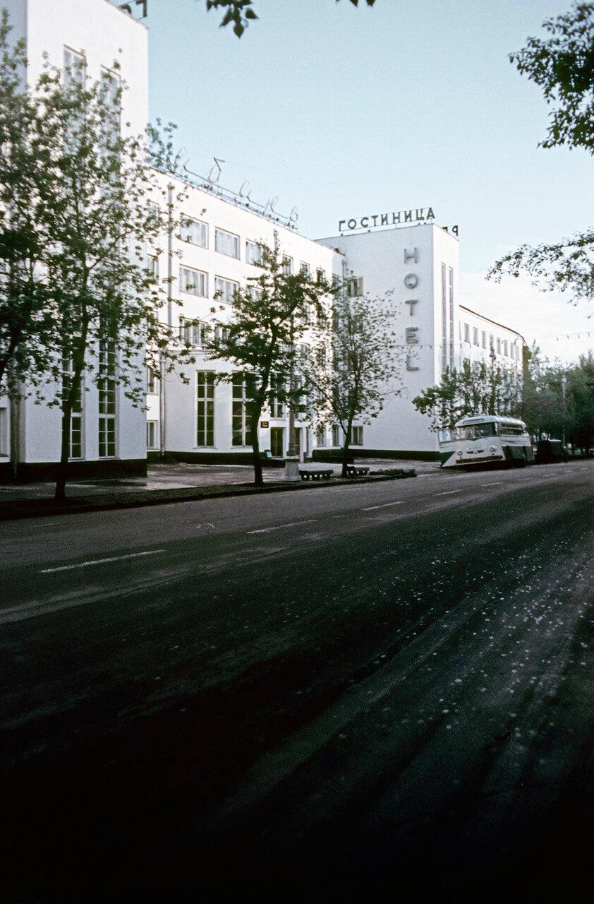 Улица Ленина, гостиница «Сибирь»