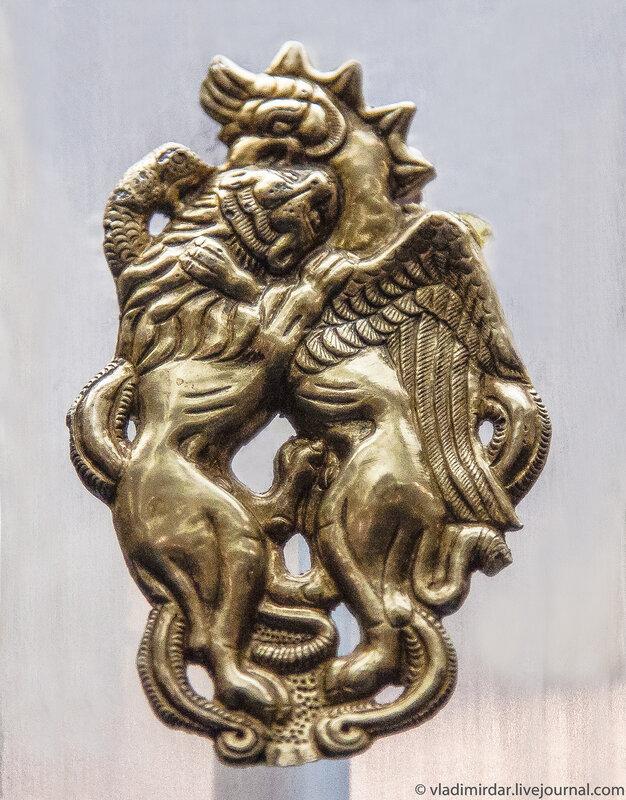 Лев и орел-грифон