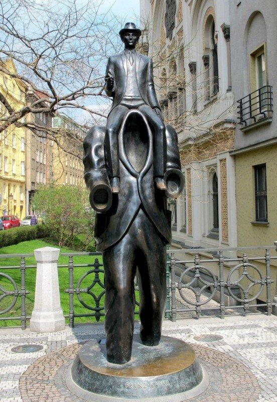 Статуя девушки влагалищем, реальный развод на секс в такси
