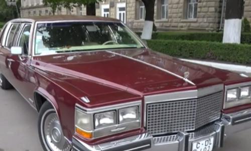 В Бельцах прошла выставка старинных автомобилей