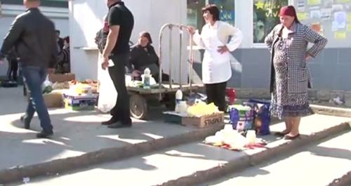 В Бельцах продавцы раскладывают продукты питания на асфальте