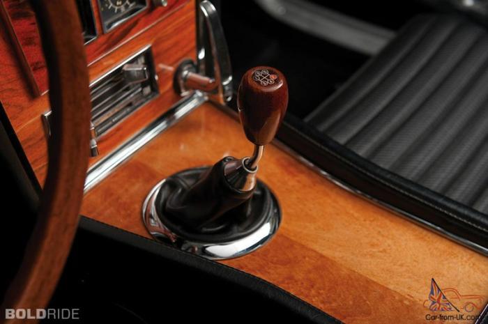 Двигатель серийной версии имел рабочий объём 2 литра, развивал 150 л.с. при 6600 об/мин и 177 Нм при