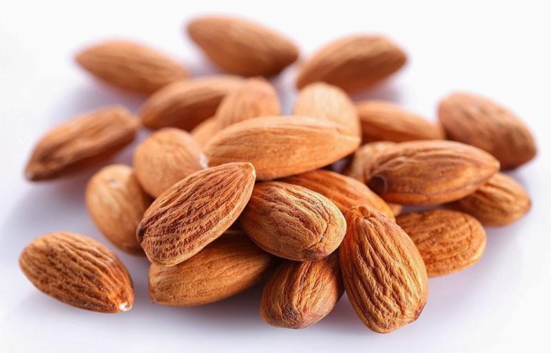 Жарим орехи В микроволновой печи можно поджарить кешью или миндаль гораздо быстрее, чем в обычной пе