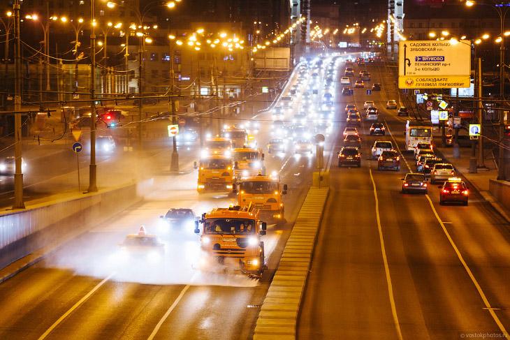 2. В эти выходные около 6 500 единиц спецтехники вышли на промывку дорог с прилегающими парковками,