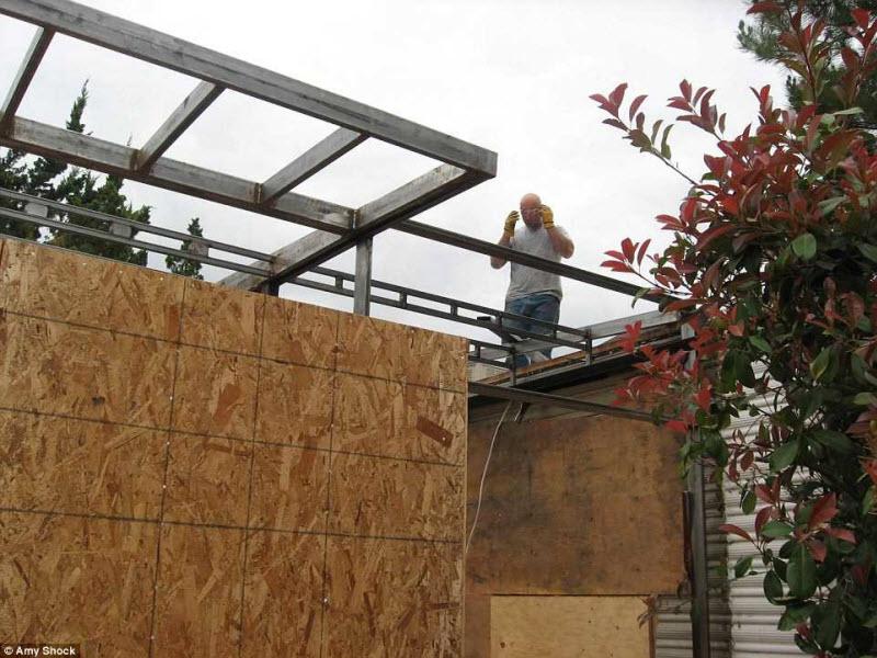 За это время она построила дополнительную комнату площадью 46 кв. метров, которую использует в качес