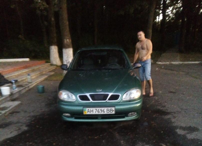 Мужчина помыл машину намемориале ВОВ под Белгородом