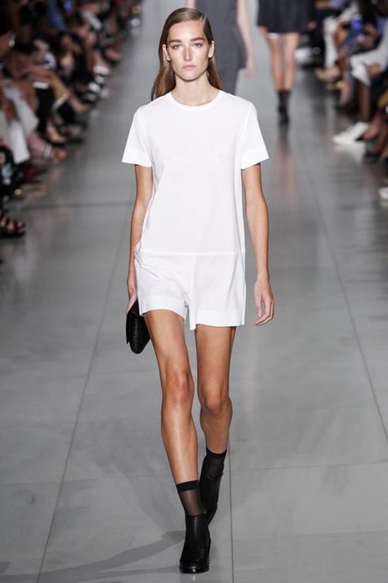 короткий белый комбинезон DKNY