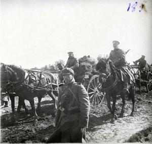 126. 1916. Пулемётная команда Гроховского полка на походе к новому боевому участку. Август. Ковельское направление