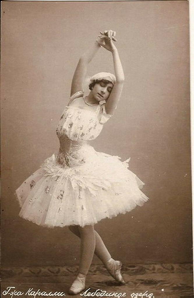 Примерно в это время состоялось знакомство балерины с великим князем Дмитрием Павловичем, племянником императора, который стал ее покровителем.