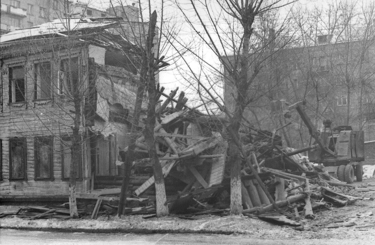 1972. Снос дома по 2-й Новотихвинской ул. (фотограф Игнатущенко С.К.)