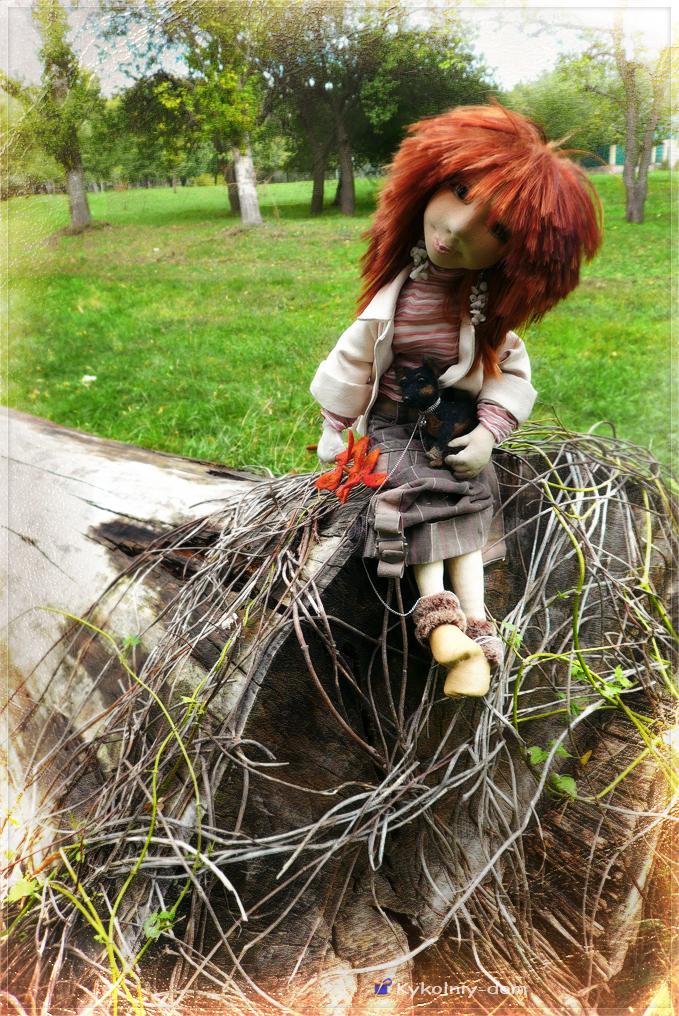 интерьерная текстильная кукла с игрушкой из шерсти. Настёна со своей манюней Бусинкой