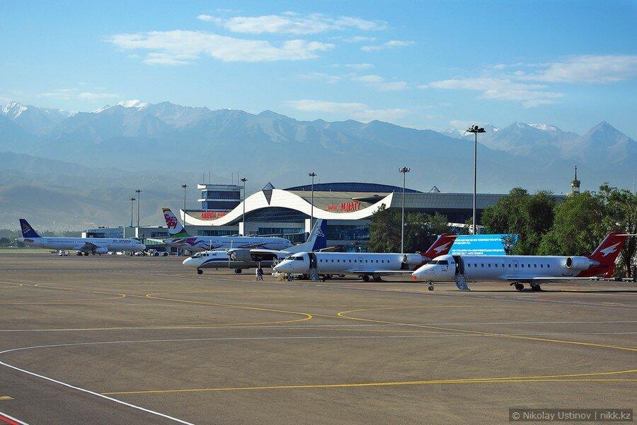 Аэропорт Алматы, вид на горы