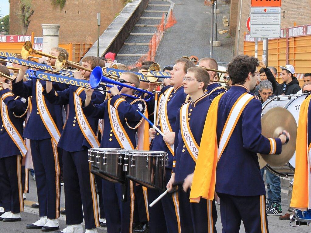 Blugold Marching Band у стен Колизея