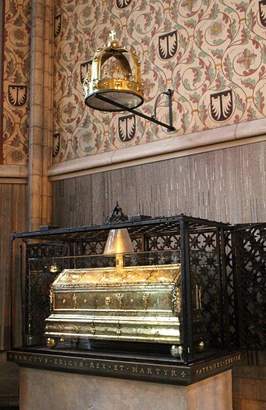 Уппсала, Кафедральный Собор. Интерьеры. Рака с мощами Святого Эрика.  St Eric's shrine. Uppsala Cathedral interior