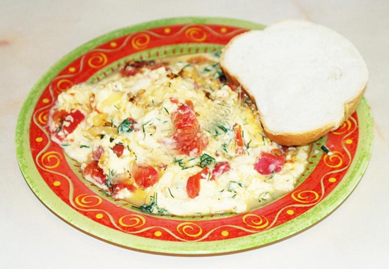 4. Омлет с помидорами Ингредиенты: яйца — 5 штук; молоко — 200 мл; помидоры — 2 штуки; сыр — 100 г;