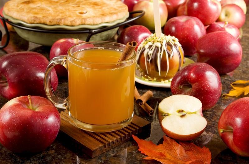 2. Безалкогольный яблочный сидр Попробуйте вкусный семейный напиток, который вмиг наполнит дом волше