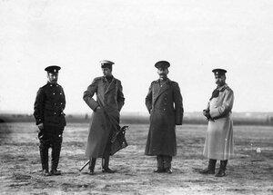 Группа военных летчиков (среди них 2-ой слева великий князь Дмитрий Павлович).