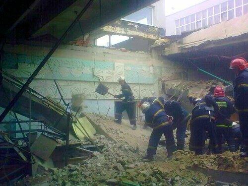 на швейной фабрике глория джинс обвалилась крыша луганск