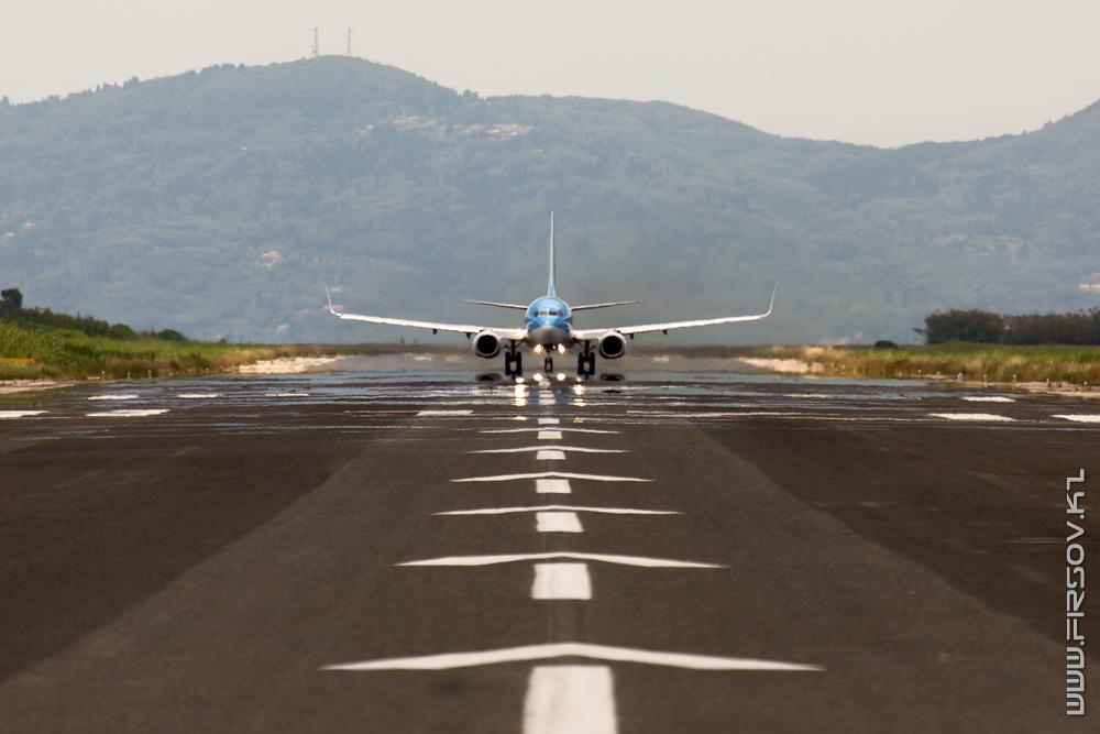 B-737_G-FDZZ_Thomson_5_CFU_resize.jpg