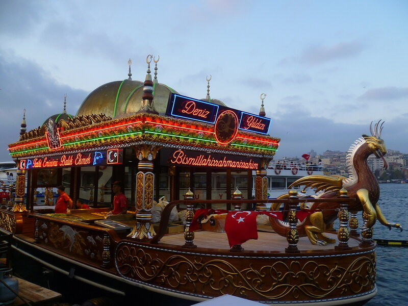 Турция, Стамбул - плавучая кухня (Turkey, Istanbul - floating kitchen).