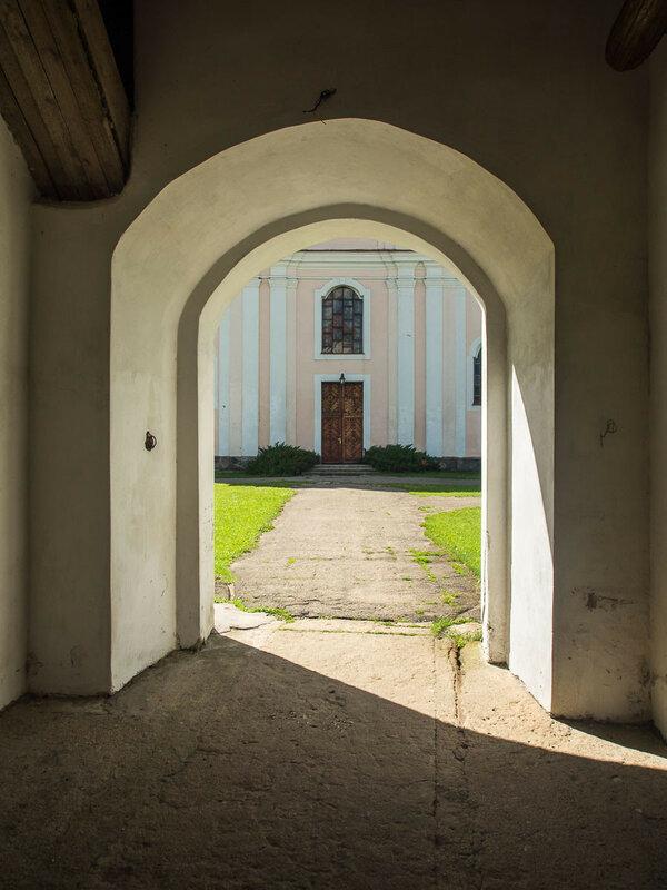 Выход к костёлу св. Иоанна Крестителя.