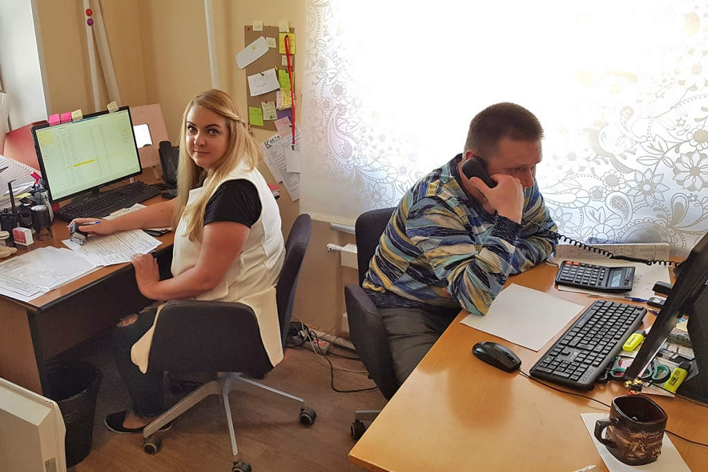 сотрудники в работе бета-куверт