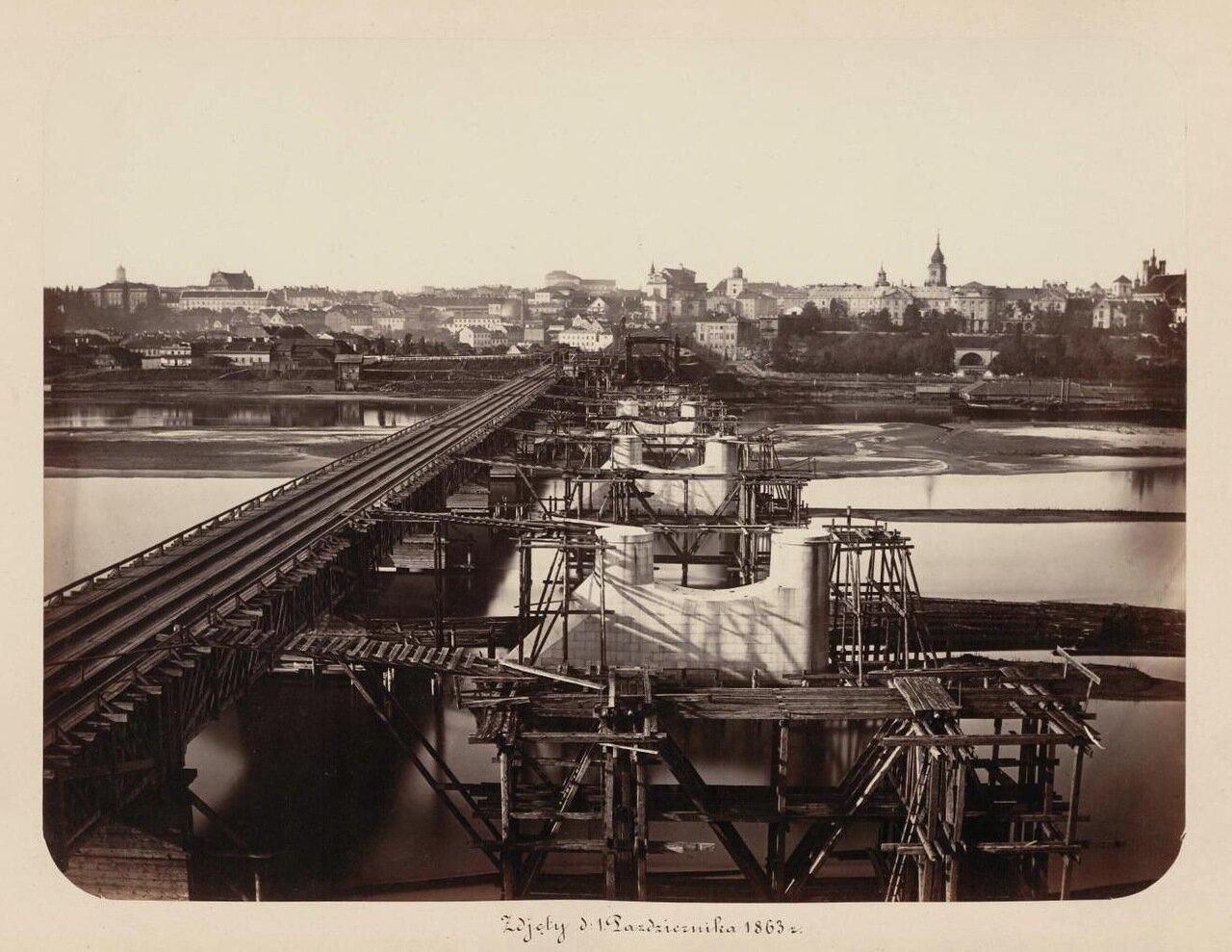 Установленные быки моста. Рядом временный мост 1863