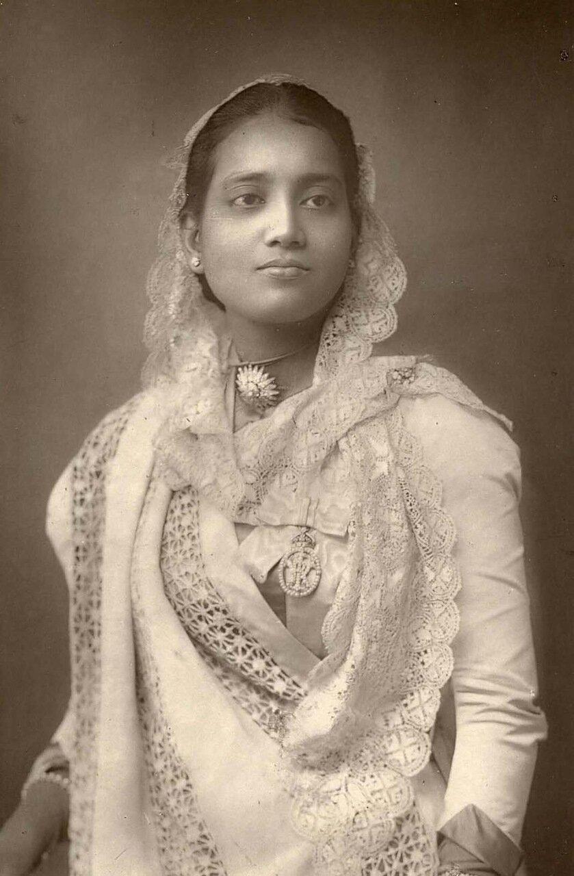 Махарани Сунити Деви из Княжеского Государства Кох Бихар, Индия. 1864-1932. Прибыла в Лондон с мужем в 1887 году отдать дань уважения королеве Виктории в связи с ее юбилеем